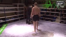 Le combat de MMA le plus ridicule de l'année... KO sans contact