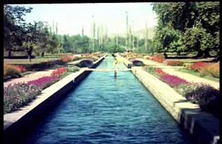Hum Jab Simat Kay Aap Ki Baahon - Asha Bhosle & Mahendra Kapoor - Lyrics Sahir Ludhianvi - Music Ravi - Film Waqt