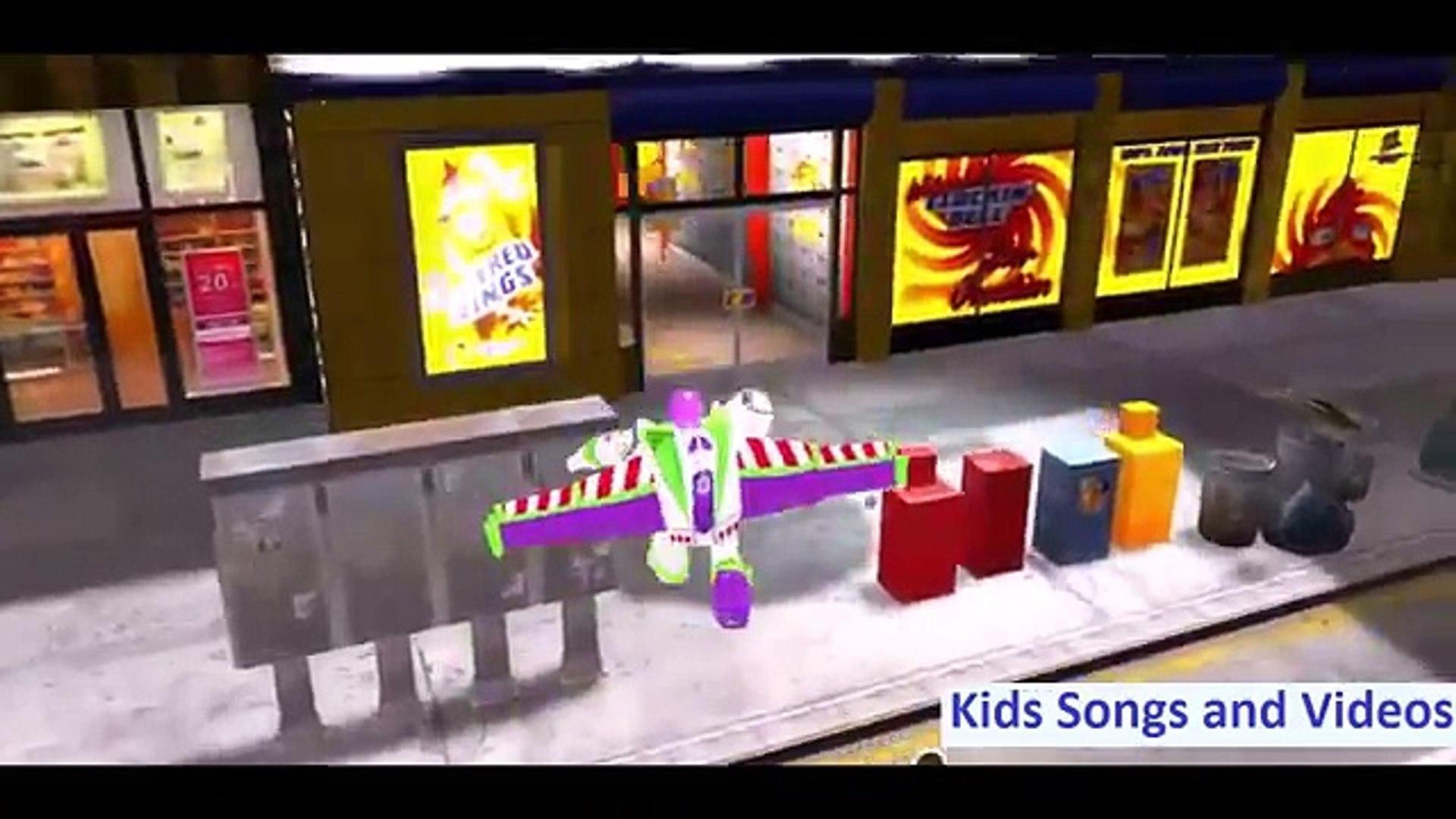 Замороженные Эльза и Анна прыжки в воду на машине девочек гулять и покупать продукты супергероя мультфильмов
