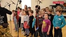 Saint-Brieuc. Les élèves de Diwan enregistrent avec les Ramoneurs de Menhirs