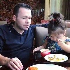 Une Petite Fille Fait Manger Son Papa Et Le Résultat Est Génial