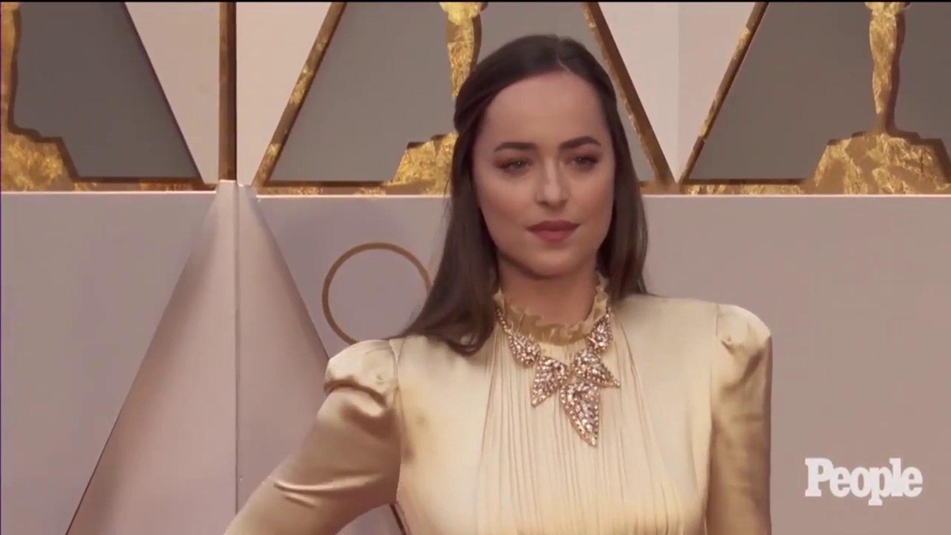 Emma Stone, Dakota Johnson & More Prove Gold Was A Big Oscars Hit _ PEN _ Entertainment Weekly