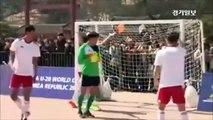 """Maradona refait """"la main de Dieu"""" dans un match d'exhibition"""