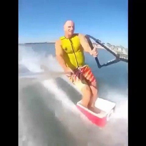 Il Fait Du Wakeboard Avec Une Glacière !