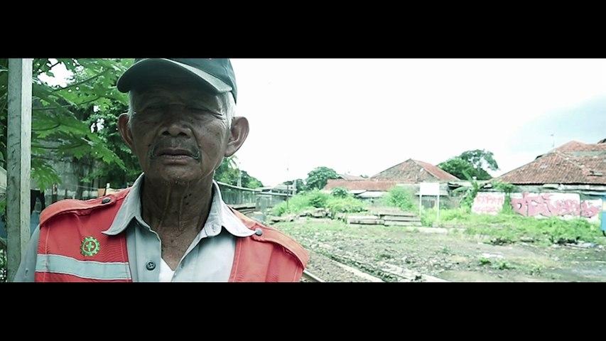 """Terharu! Kakek Usia 65 Tahun Ini Pantas Disebut """"Pahlawan Masyarakat"""" Di Lingkungan Sekitarnya"""