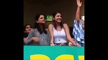 Anushka Sharma Blowing Kiss to Virat Kohli In Cricket Stadium