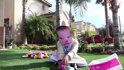 И сердитый на Детка ребенок большой крем съедает лед в в в в Рапунцель Субъективная человек-паук вес вес вес в Baskin Robbins привод-через