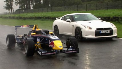 Nissan GT-R vs Formula 3 car video