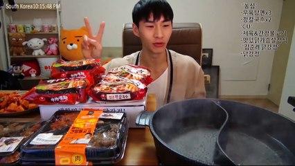 Banzz▼ Banzz Eating Kisum's Recommendations! Highlight (BANZZ eating show) 밴쯔▼ 키썸이 밴쯔에게 추천해준 라면들 먹방! 하이라이트