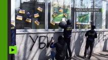 Des radicaux ukrainiens vandalisent des banques russes