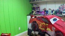 HUGE DISNEY CARS LIGHTNING MCQUEEN SURPRISE TOYS TENT Big Egg Surprise Opening Disney Cars ToyReview-hi-y