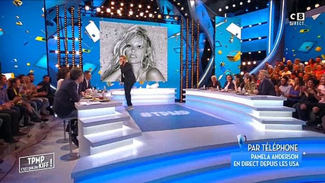 """Pamela Anderson appelle Cyril Hanouna en direct dans """"Touche pas à mon poste"""" - Regardez"""