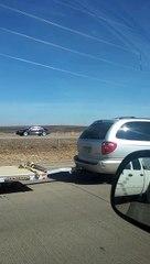 Ce gars saute sur un camion pour echapper à la police
