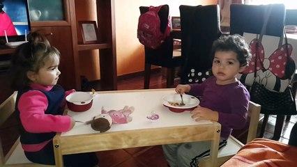 Las Niñas Comiendo juntas | The Girls Eating together | Diario de Gabri y Eli