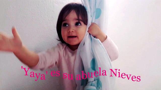 Gabriela se esconde tras la cortina   Gabriela hides behind the curtain   Diario de Gabri y Eli