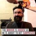 Viveu durante 25 anos na rua e um barbeiro ofereceu-lhe um corte na sua barbearia. Nem imaginas como é que ele ficou!