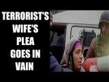 Jammu & Kashmir: Terrorist's wife fails to save husband during encounter | Oneindia News