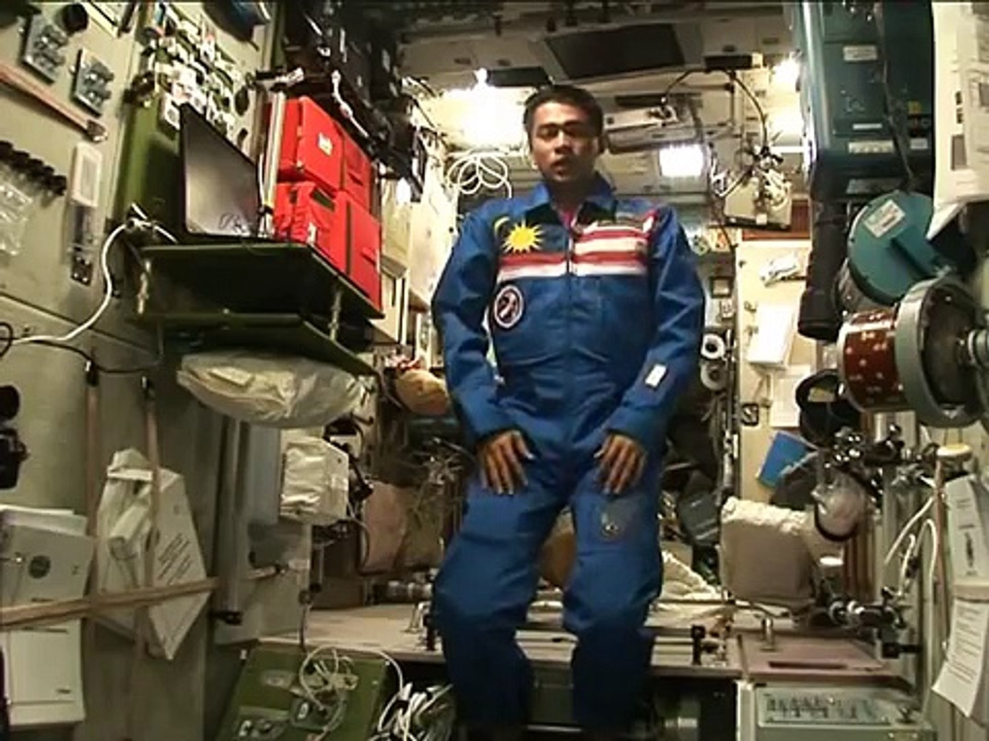 Dr. Sheikh Muszaphar Shukor Praying in outer space (from Muslim in Space DVD)