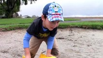 Toy Trucks for Kids - Tonka Construction Vehicles Digging in Mud - Dump Truck, Backhoe, Bulldozer-XqU9Oub