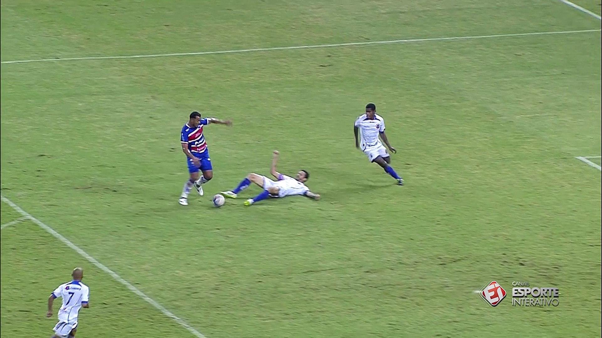 Zé Carlos comemora golaço contra o Tiradentes e afirma: 'Um dos mais bonitos da minha carreira&
