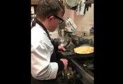 La technique géniale d'un cuisinier pour retourner une crêpe !