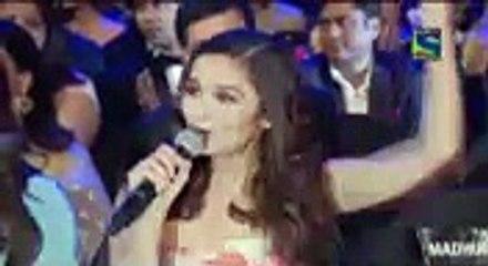 Alia Bhat To Shahrukh Khan During Awards Show
