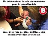 Un bébé entend la voix de sa maman pour la première fois après avoir reçu des aides auditives, et sa réaction va fondre