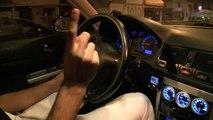Il roule à 130 kmh sur une route limitée à 30 pour faire le beau devant sa copine