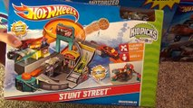 Hot Wheels Stunt Street City Playset with Launching Pizza Toy Review-sfUU0vdsuRo