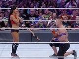 Public Buzz : Un catcheur demande sa petite amie catcheuse en mariage... sur le ring !