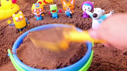 Make sand castles with Pororo friends and have fun in the water & Learn Colors toy 뽀로로 장난감 모래성 만들기 놀이와 타요 폴리 색깔교육 놀이