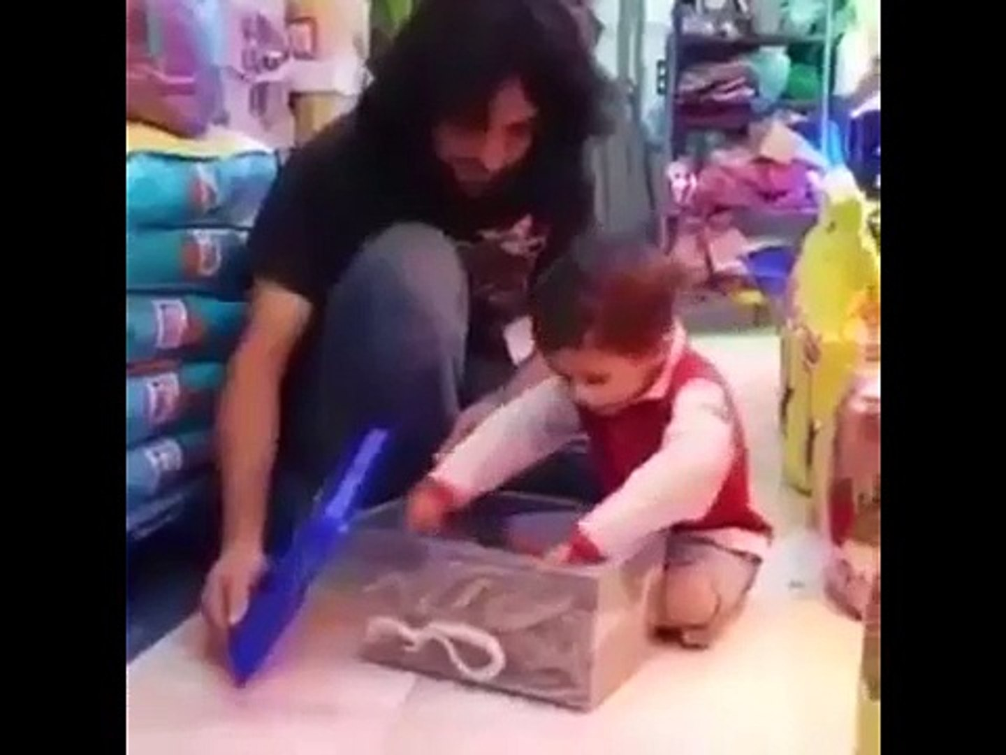 Brave Kid-Play with Snake