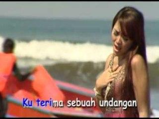 Ria Amelia - Biarlah Aku Mengalah [Official Music Video]