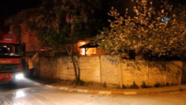 Sabaha Karşı İki Katlı Evin Alt Katında Çıkan Yangın, Mahalleliyi Ayaga Kaldırdı