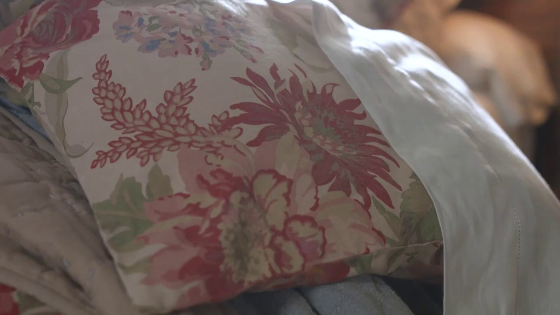 How to Style Vintage-Inspired Florals-G14YsmkqK