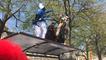Carnaval étudiant : certains montent sur les abris de bus