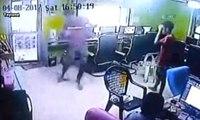 Internet Kafede Dehşet: Yılan Böyle Saldırdı