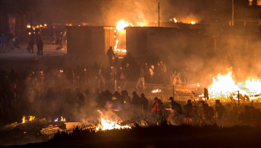 Le camp de migrants de Grande-Synthe détruit par les flammes