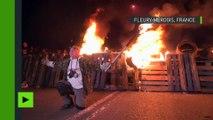 Barricades en flammes et fumigènes : les surveillants bloquent la prison de Fleury-Mérogis