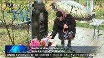 Valeriu Boboc, pomenit de părinţi. Valeriu Boboc a murit la vârsta de 23 de ani. El a fost ucis în bătaie de către un grup de persoane în faţa Guvernului.