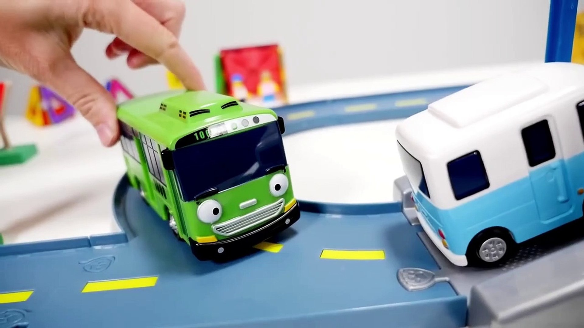 Tayo the Little Bus Garage Gas Station! Tayo Bus Toys for kids Toy Cars Toy Stories-AecrvXLwZJc