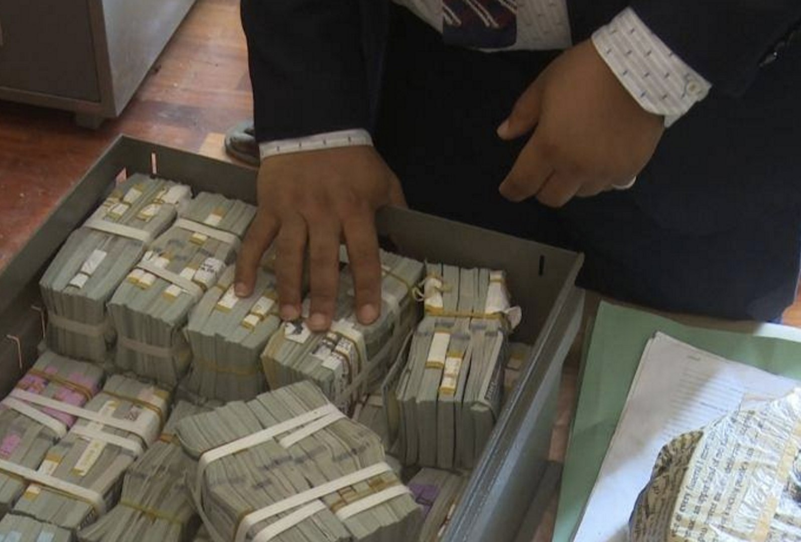 Nigerian Financial Crime Agency Finds $43 Million in Lagos Flat