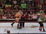 Coup de chaise ènorme - Brock Lesnar, Matt & Jeff Hardy