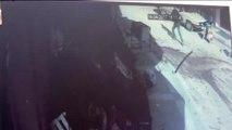 Pompalı Tüfekle Ateş Açan Eski Eniştesine Domatesle Karşılık Verdi... Saldırı Anı Kamerada