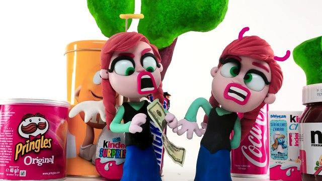Elsa STEALS Money from Monster High Draculaura - Play Doh Frozen Cartoons for Children