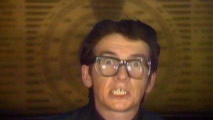 Elvis Costello & The Attractions - Radio, Radio
