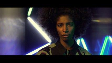 Vera Tavares - Alien