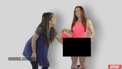 Des filles touchent une autre fille pour la première fois