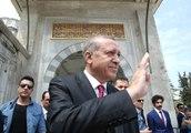 Fatih Sultan Mehmet ve Yavuz Sultan Selim Türbelerini Ziyaret Etti