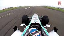 Drag Race entre Mercedes-F1 W03 vs. Mercedes SLS AMG Black Series